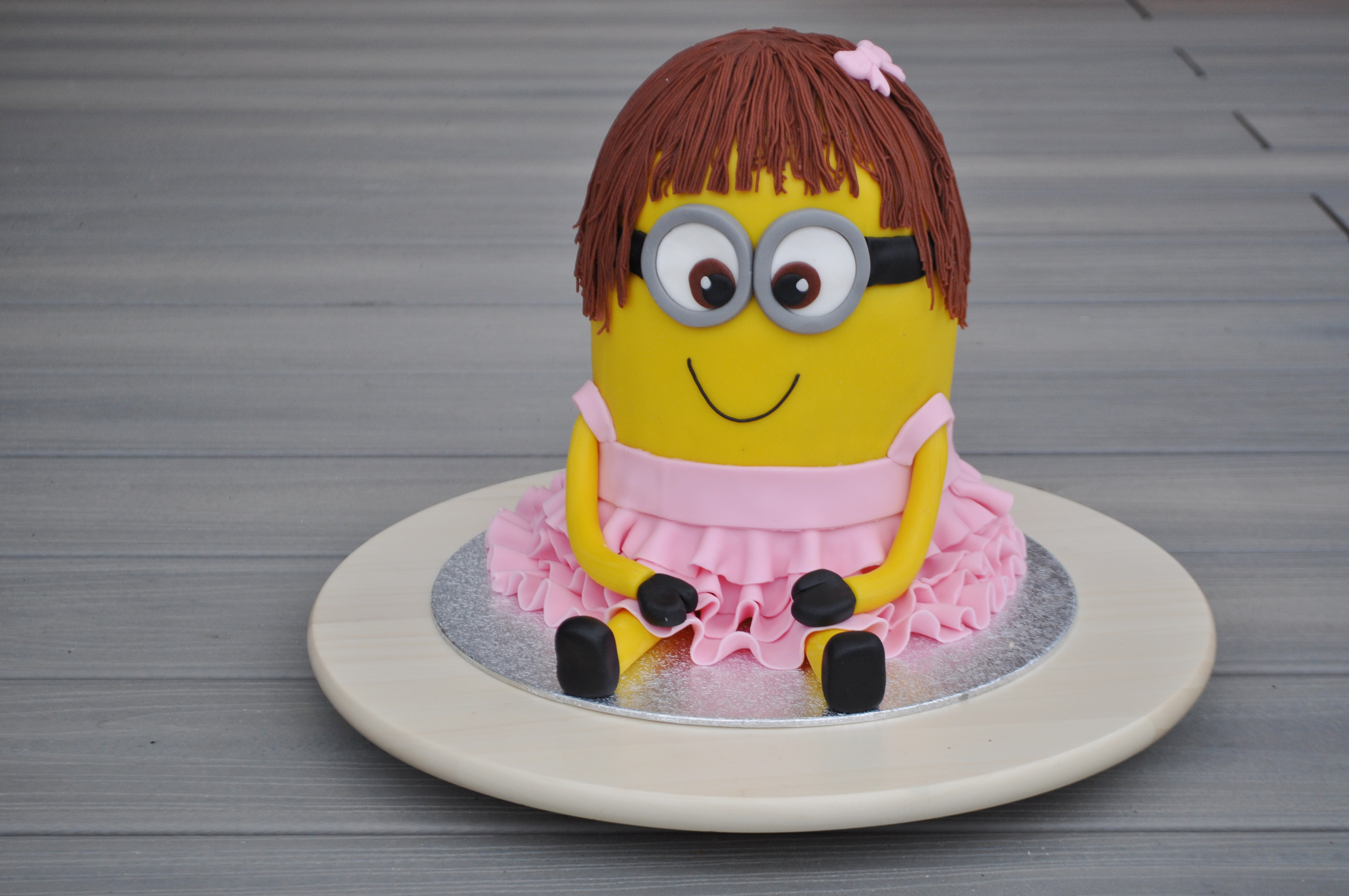 Hoe maak je een minion 3d taart liefde voor bakken for Decoratie stuk om te leven