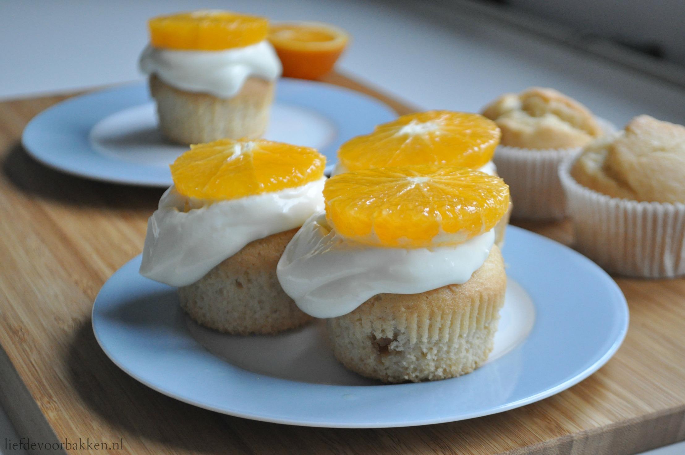 Sinaasappelcakejes met roomkaascrème