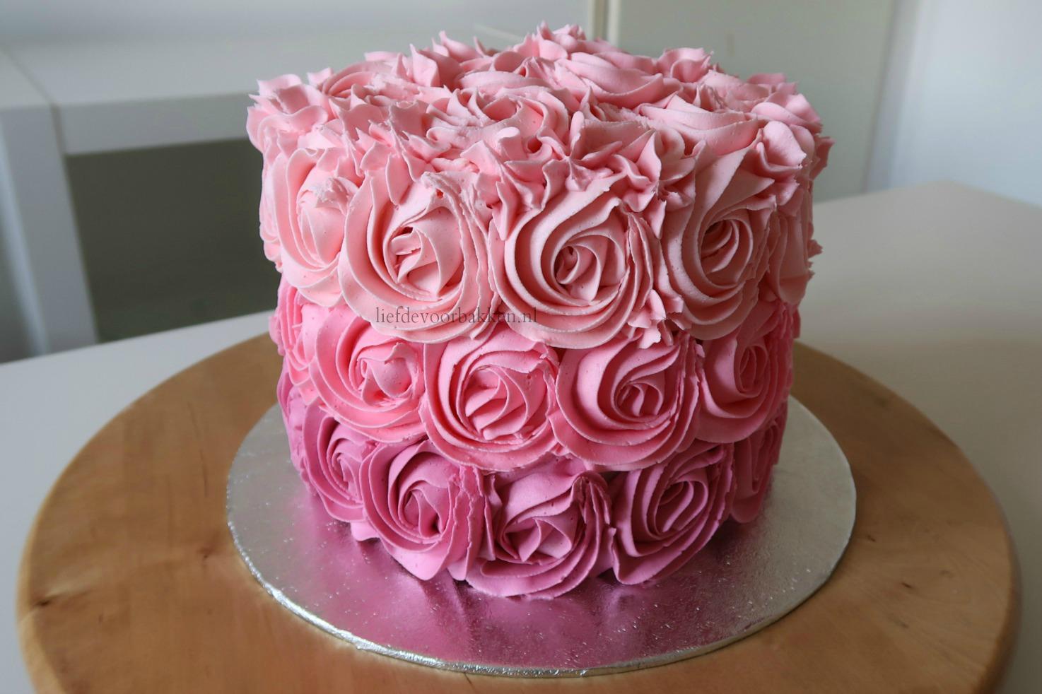 taart laten maken Spektakelstuk 3: hoe maak je een ombre rozetten taart (video  taart laten maken